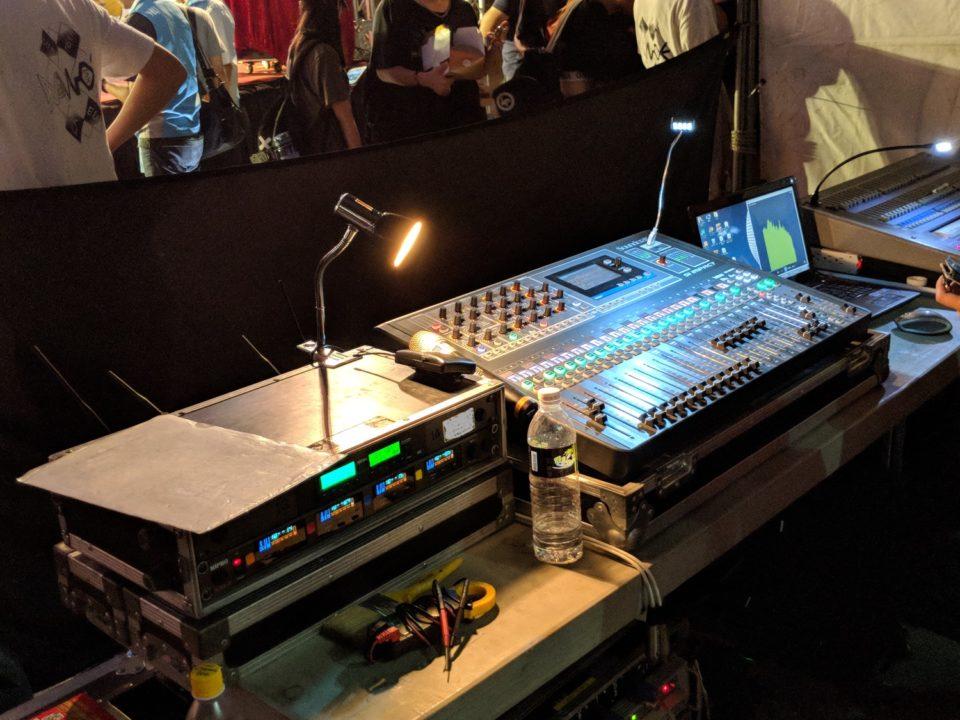 燈光音響控台.jpg