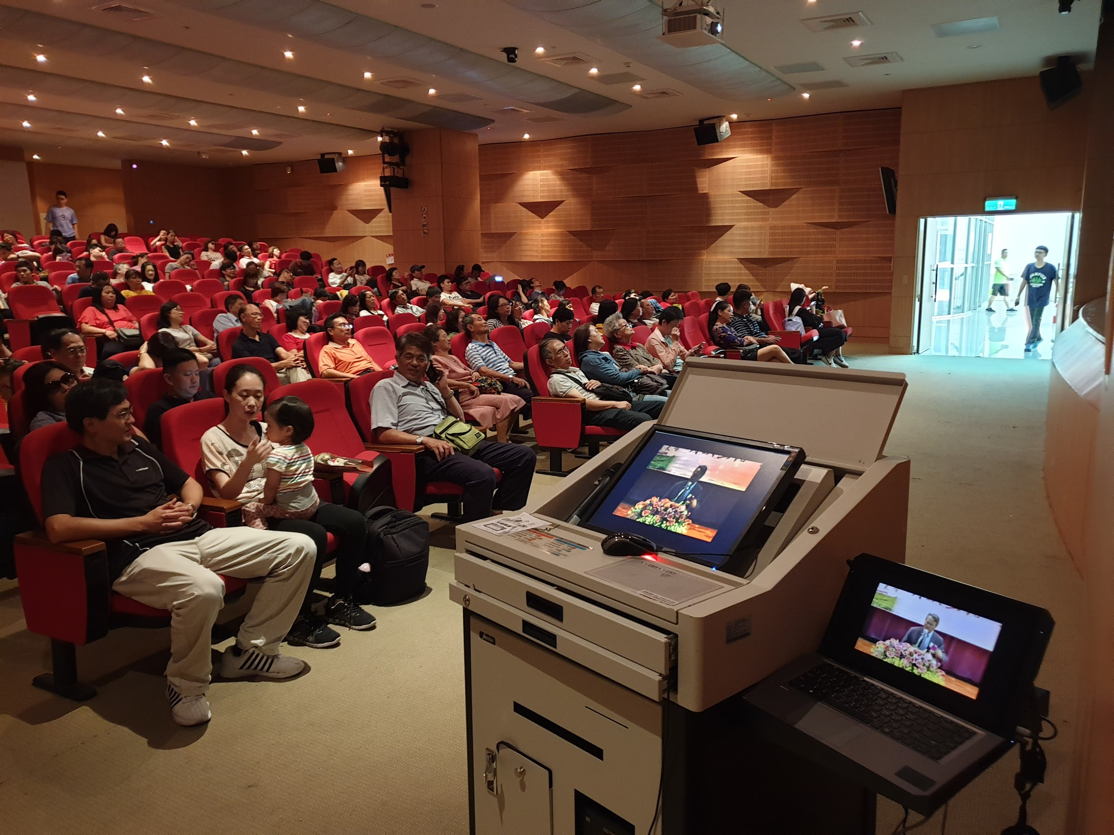 可結合智慧教室系統